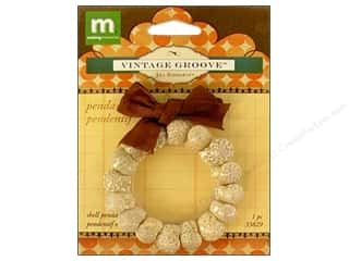 Making Memories Charms: Making Memories Pendant Vintage Groove Shell Wreath