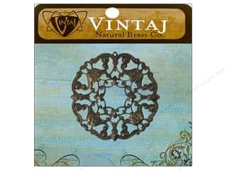 Charms Vintaj: Vintaj Charm Wreath Ornate Filigree Natural Brass