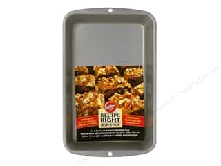 Baking SheetS / Baking Pans: Wilton Recipe Right Biscuit/Brownie Pan 11 x 7 in.