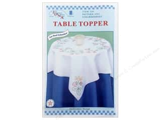 "square hoop: Jack Dempsey Table Topper White 35"" Strawberries"