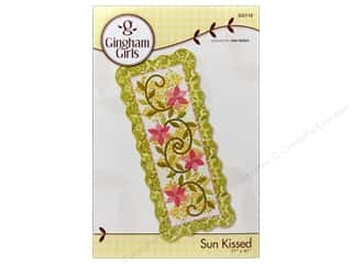 Gingham Girls Table Runners / Kitchen Linen Patterns: Gingham Girls Sun Kissed Pattern