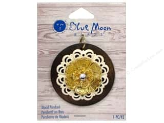 Blue Moon Pendant W&S Wood Round with Flower Gold