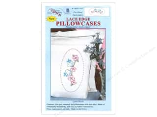 oval hoop: Jack Dempsey Pillowcase Lace Edge Love Birds