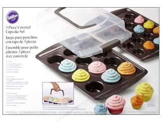 Baking Pans / Baking Sheets: Wilton Cupcake Set with Cover 3 pc.