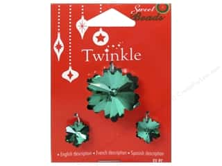 Clearance $0 - $3: Sweet Beads Twinkle Pendant Glass Snowflake Green 3 pc.