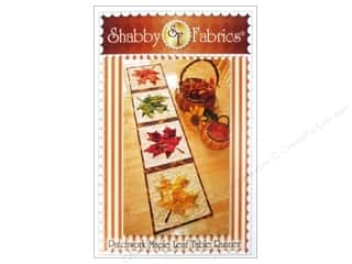 Stitchin' Post Table Runner & Kitchen Linens Patterns: Shabby Fabrics Patchwork Maple Leaf Table Runner Pattern