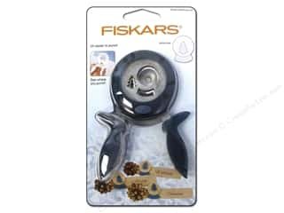 Punches Christmas: Fiskars Punch Squeeze Large Winter Wishes